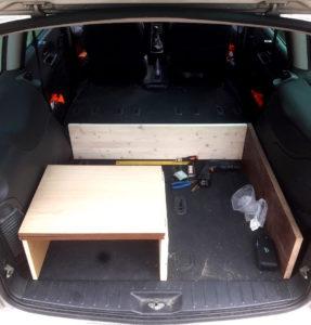 VW Sharan 2004 – konstrukce dřevěné cestovní lůžkové úpravy – KOUD.cz
